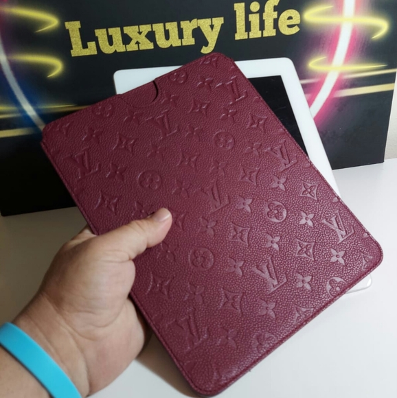LOUIS VUITTON Empreinte iPad Softcase Infini